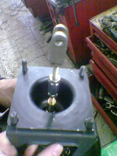 Тормозная система автомобиля двухконтурная, имеются дисковые Схема подключения ВАЗ 2106 этой системы автомобиля...